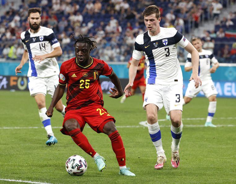 Jérémy Doku veroverde de harten van de Belgische supporters met zijn snelheid en dribbels. Beeld EPA