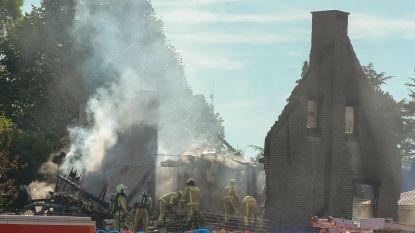 Bewoner nog steeds vermist na zware brand, twee dochters in veiligheid