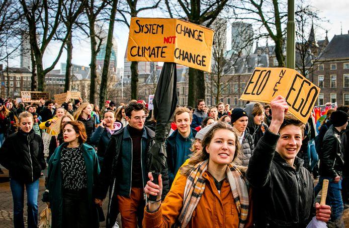 In februari van dit jaar liep de route van scholieren die 'spijbelden voor het klimaat' onder andere via de Hofvijver.