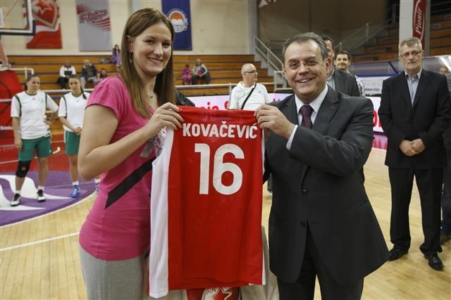 Natasa Kovacevic op de spelersvoorstelling bij Rode Ster Belgrado