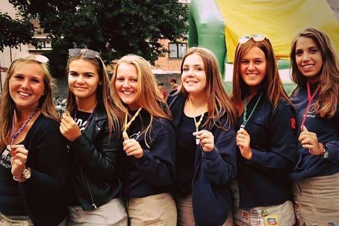 De zes hartsvriendinnen Elena Egghe, Cinthia Casteleyn, Fiene De Kerf, Nele Carelsbergh, Eline Deyaert en Kato de Laet