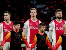 Ajax-fan Len (9) stond met zijn held Frenkie de Jong op het veld: 'Héél leuk!'