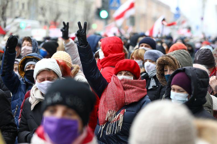 Een van de vele demonstraties tegen het bewind van Loekasjenko in Minsk, dit keer door gepensioneerden op 16 november.  Beeld AP