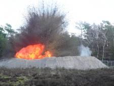 Boem! Militairen laten reusachtige oorlogsbom ontploffen die langs snelweg A1 bij Wilp lag