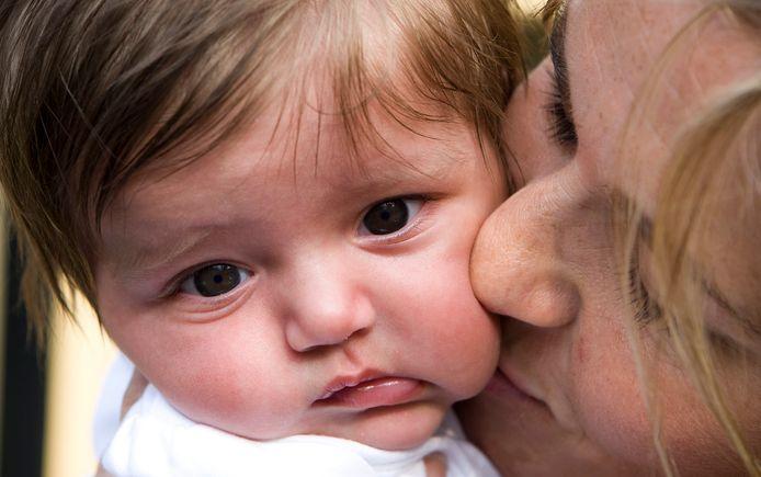 Moeders kiezen er steeds vaker voor om alleen een baby op te voeden.