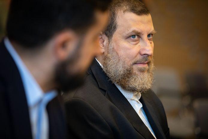 Omstreden imam Fawaz Jneid tijdens een zitting over het gebiedsverbod dat toenmalig minister van Veiligheid en Justitie hem oplegde voor de Haagse wijken Schilderswijk en Transvaal.