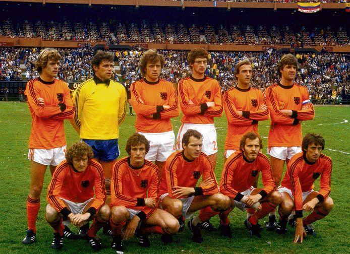 Oranje voor de finale van het WK 1978 tegen Argentinië. Vlnr: Johnny Rep, Jan Jongbloed, Arie Haan, Ernie Brandts, Johan Neeskens, Ruud Krol, Wim Jansen, Jan Poortvliet, Willy van de Kerkhof, Rene van de Kerkhof en Rob Rensenbrink.