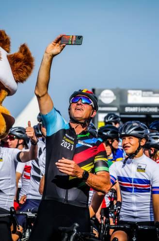 """REPORTAGE. Vlaamse wielergekte officieel op gang geschoten onder stralende zon in Knokke: """"Dit overstijgt de wielersport. Het decor is fenomenaal"""""""
