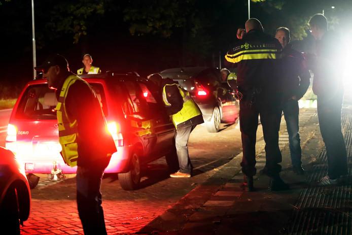 Preventieve controle door politie en buurtpreventie in Steenbergen.