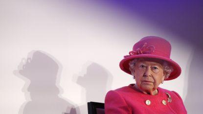 """Queen Elizabeth weegt haar gasten voor en na het kerstdiner: """"Op die manier is ze er zeker van dat ze goed gevoed zijn"""""""