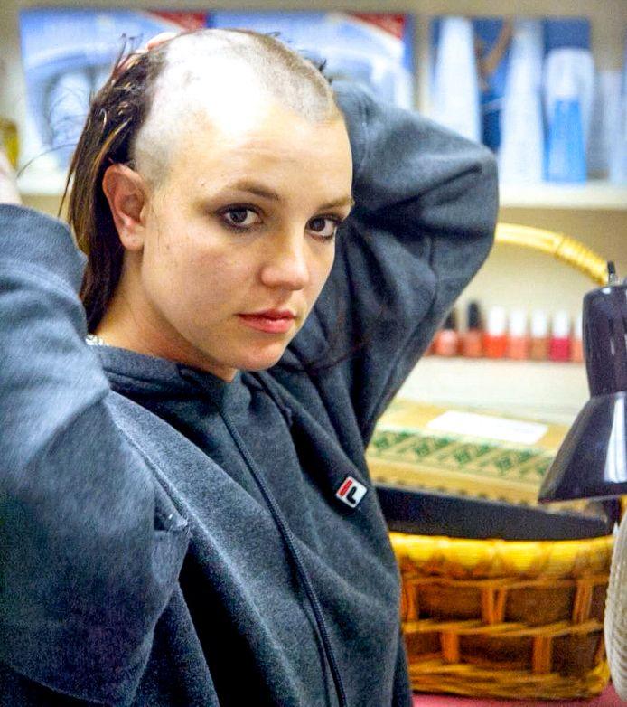 Heel de wereld herinnert zich nog hoe de zangeres zichzelf in 2007 kaalschoor.