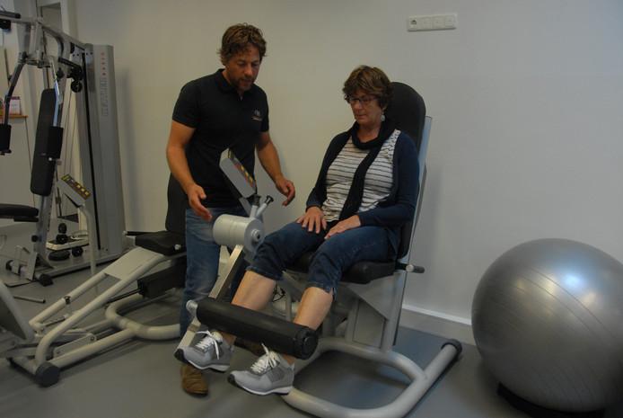 Praktijkhouder/fysiotherapeut Sjoerd Stegenga bekommert zich over Ria Appels