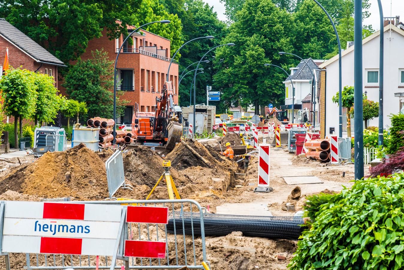 Werkzaamheden aan de Deurningerstraat.