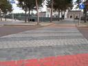 Er zit weinig contrast in het echte zebrapad, lastig voor mensen met een visuele beperking.