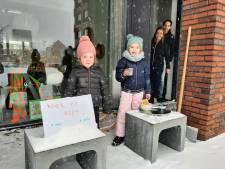 Koek en zopie aan de voordeur, sleeën in het Spoorpark: Tilburgers trekken eropuit