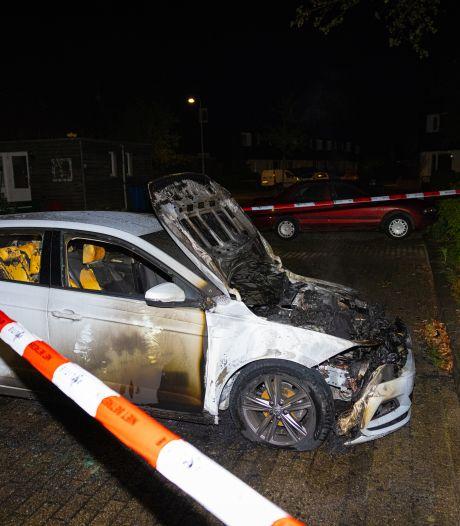 Auto in Zwolle door brand verwoest, politie onderzoekt mogelijke brandstichting