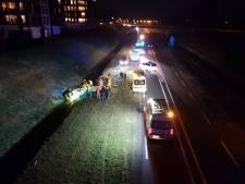 Auto raakt van de weg bij Delden en komt tot stilstand in sloot