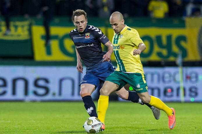Xandro Schenk in actie voor Go Ahead Eagles tegen Fortuna Sittard.