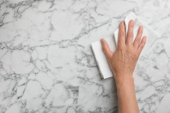 Als je klaar bent met poetsen, goed drogen, adviseert Marja Middeldorp.