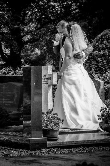 Huilend bruidspaar en borstvoeding: het verhaal achter twee bijzondere trouwfoto's