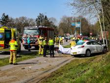 Ernstig ongeluk op N302; meerdere gewonden, weg dicht tussen A1 en rotonde Amersfoortseweg