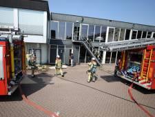 Autobedrijf Smeeing in Soest ontruimd wegens brand