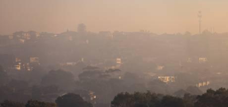 Sydney gaat gehuld in dikke deken van rook door gecontroleerde bosbrand