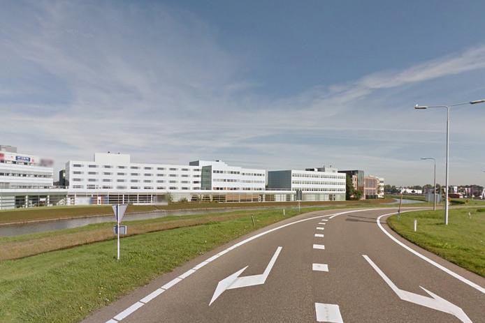 Het pand waar het Van der Valk Hotel in Zaltbommel komt, staat vlak langs de A2.