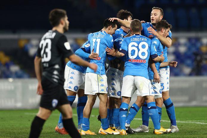 Spelers van Napoli vieren de 1-0.