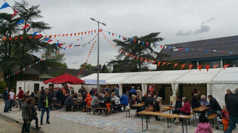 Het dorpsplein Beeld Oranje Vereniging Driemond
