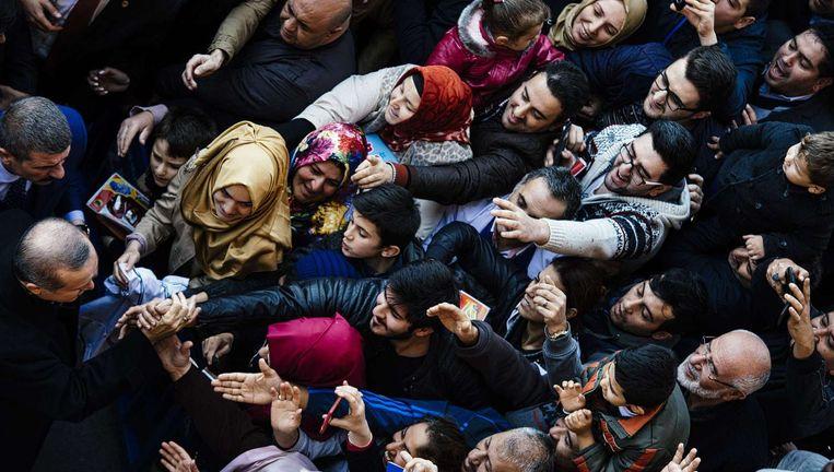 President Erdogan op verkiezings-campagne, eind 2015. Beeld afp