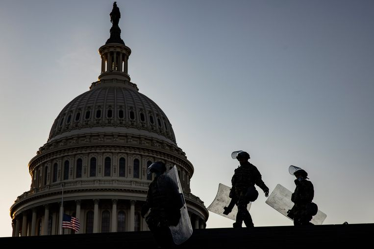 Nationale Garde-troepen bij het Capitool in Washington DC. Beeld EPA