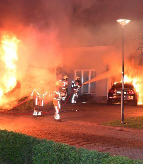 Brandende auto's in Waalwijk zijn raadsel: 'We hoorden harde knallen'