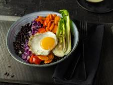 Wat Eten We Vandaag: Zwarterijstbowl met tahinsaus