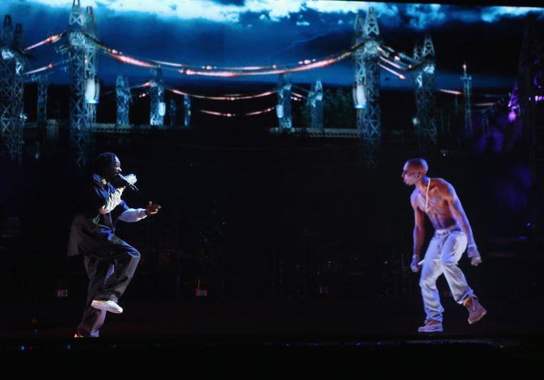Snoop Dogg en het hologram van Tupac. Beeld getty
