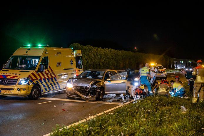 Vijf gewonden bij ongeluk op de Burgemeester Letschertweg in Tilburg.