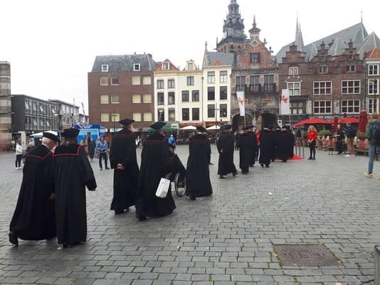Het cortège tijdens de Dies Natalis van de Radboud Universiteit in Nijmegen.