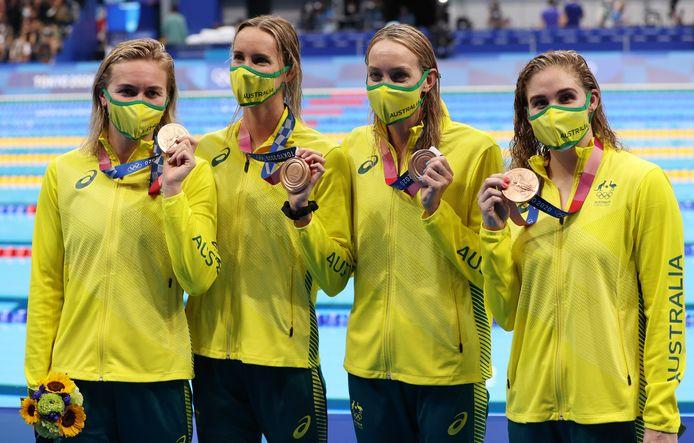 Madison Wilson (tweede van rechts).