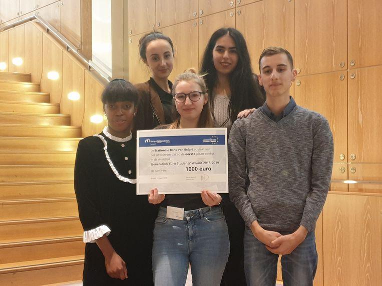 Daniyela Ekmen, Ellen van Hove, Kostas Coutsoubas, Laurie Obiango en Zaynab Oulad Ali  van BimSem in Mechelen wonnen de Generation Euro Students Award