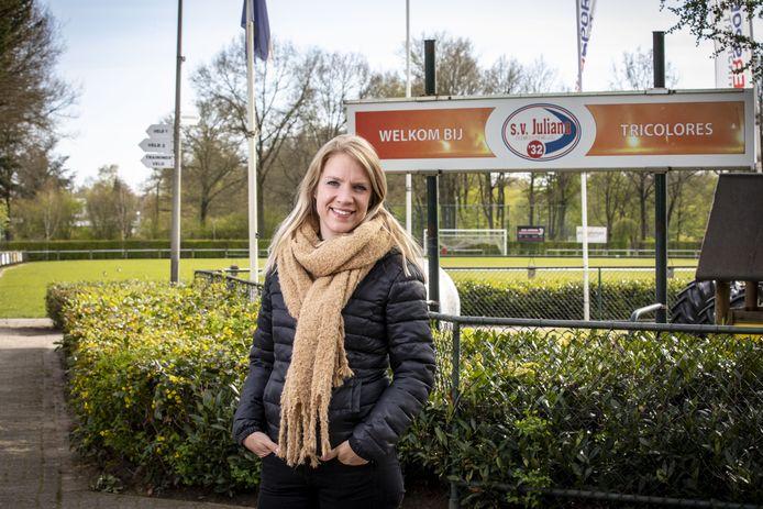 Rita Prins-van Tilbeurgh op sportpark Groot Driene, thuishaven van de 'Tricolores', Juliana'32.
