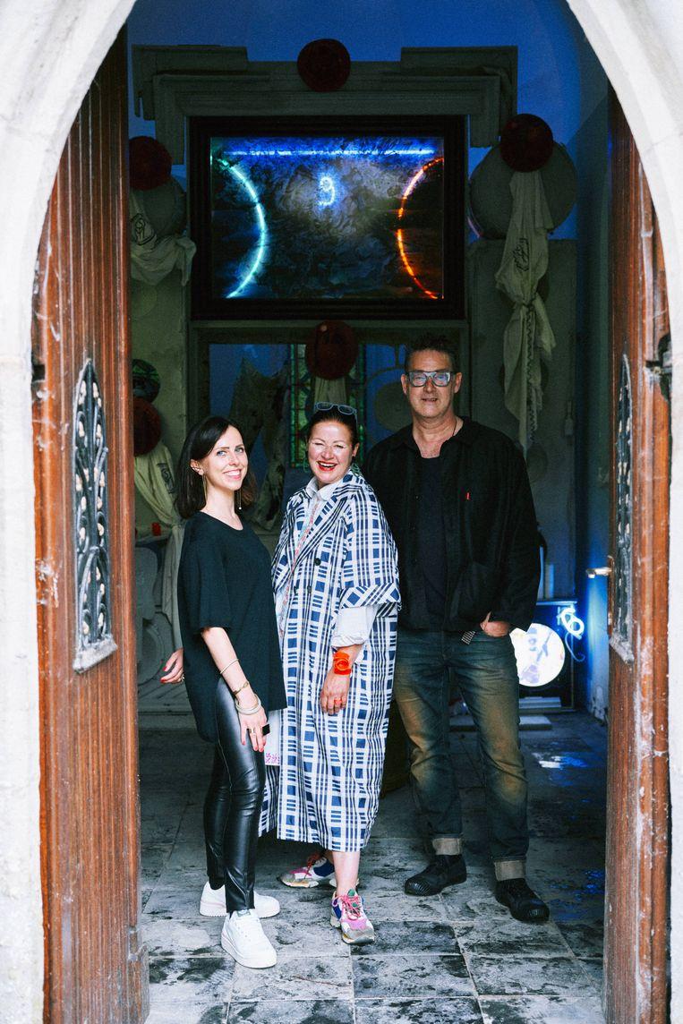 Curatoren Benedicte Goesaert, Chantal Pattyn en Peter Verhelst voor 'Art-Portal' van Joris van de Moortel.