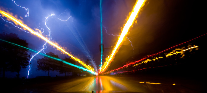Zevenbergen, bliksem en verkeerslichten op de N285