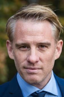Alex Maas heeft rigoureus nieuw kapsel en Art Rooijakkers is verdrietig