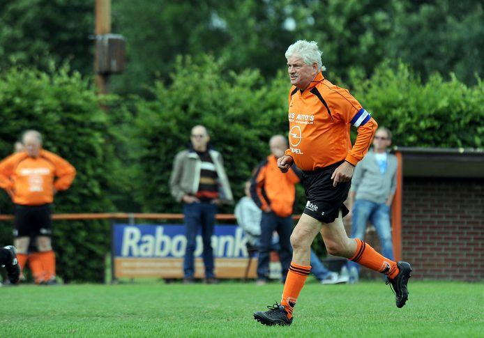 Martien Hendriks, die in 2018 zijn voetbalcarrière beëindigde, gaat met liefst 1628 wedstrijden voor SVSH aan kop in de eeuwige wedstrijdenlijst van de club.