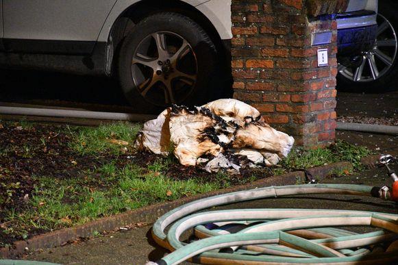 De brandweer rukte uit voor een slaapkamerbrand in de Pieter Breughellaan in Reet (Rumst)