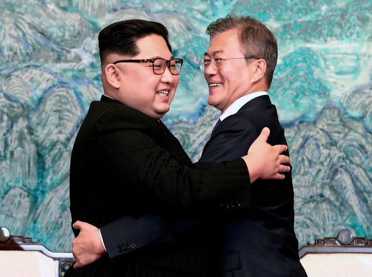 Eind april ontmoette Kim Jong-un al de Zuid-Koreaanse president Moon Jae-in. Ook toen betaalde Zuid-Korea de kosten van de ontmoeting. Beeld AP