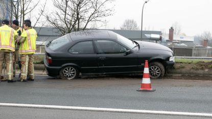 Wagen belandt in middenberm van N16