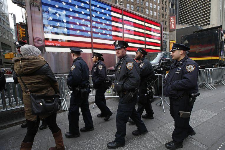Agenten patrouilleren in Times Square, New York. Beeld ap