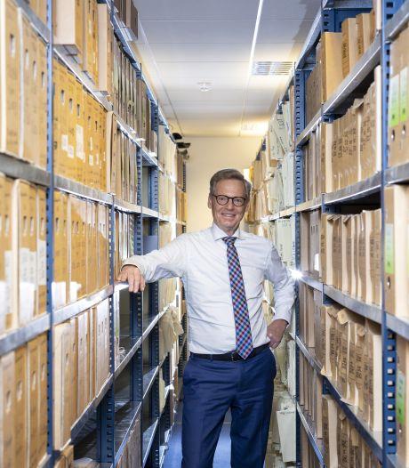 Uitzonderlijk: Notaris Willems uit Almelo tekent 40.000ste akte: 'Ik kijk alle klanten goed in de ogen'