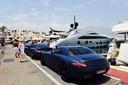 Puerto Banús is onder meer bekend om zijn luxejachten en dure wagens.
